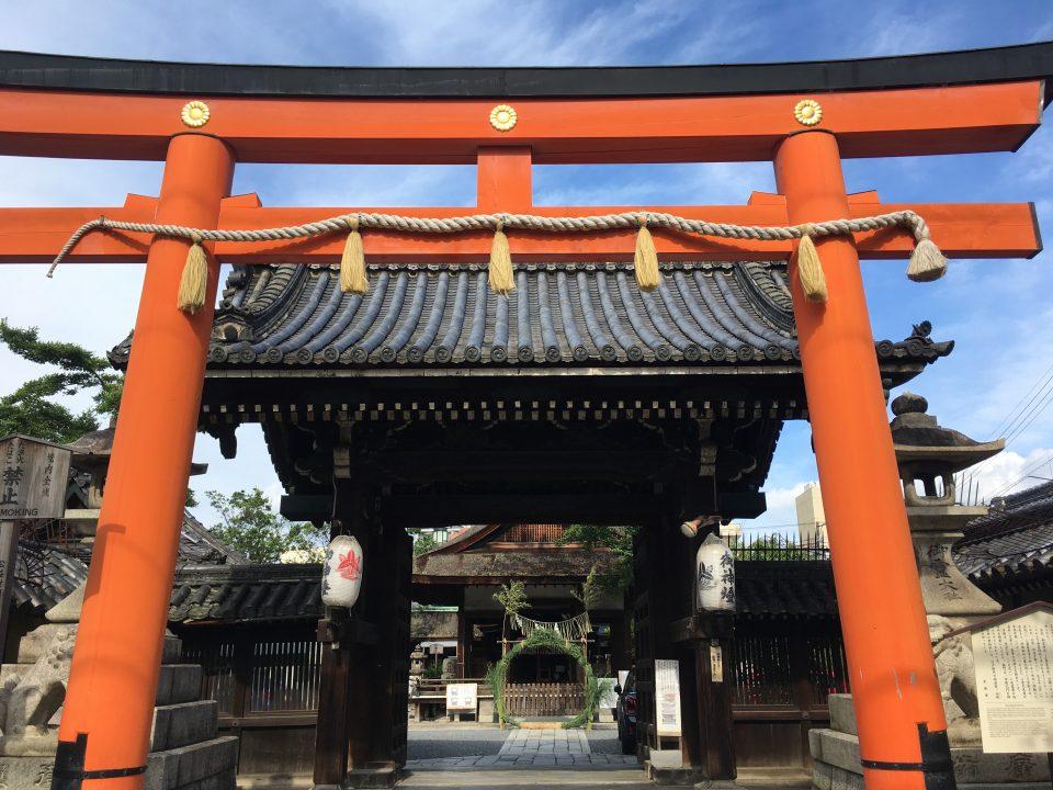 くぐり 京都 茅の輪 2020年の「茅の輪くぐり」はいつ?意味や由来、茅の輪をくぐる方法や手順、くぐりながら唱える唱え詞とは?